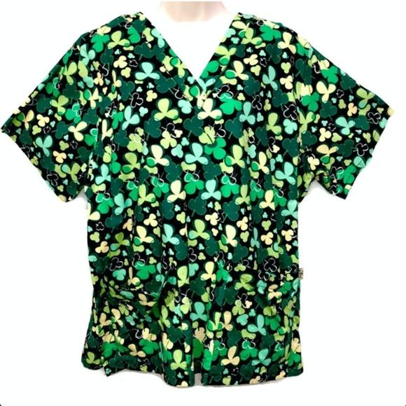 39b068e4994 Taffords Shamrocks St. Patrick's Day Large Scrub. M_5c4df58745c8b38e7cf4b8cf